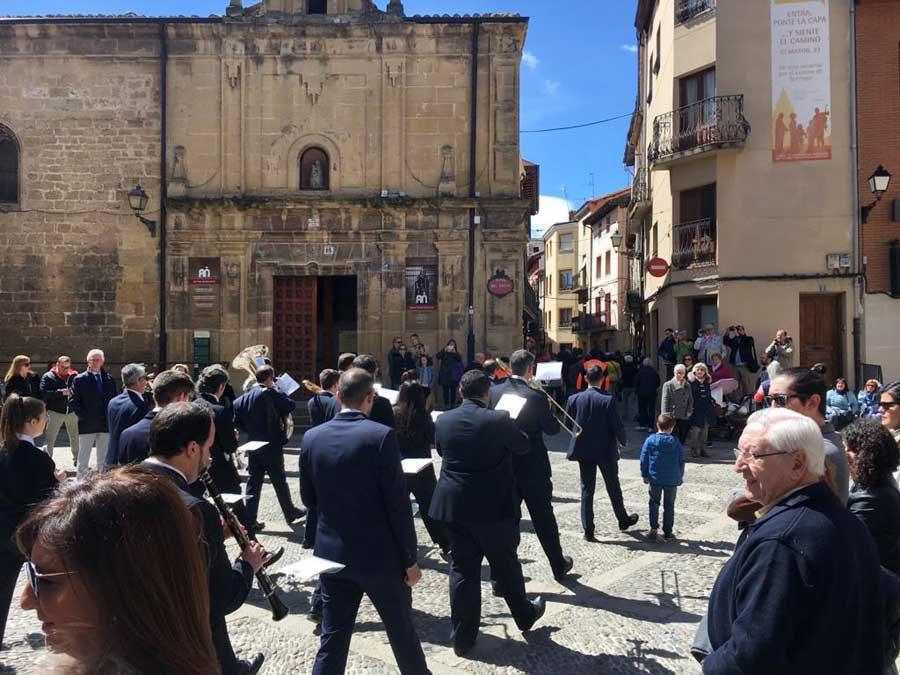 Los administradores de fincas renovaron la ofrenda a su patrón, Santo Domingo de la Calzada