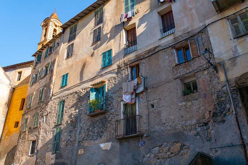 Cada día se producen dos accidentes relacionados con el desprendimiento de fachadas o cornisas