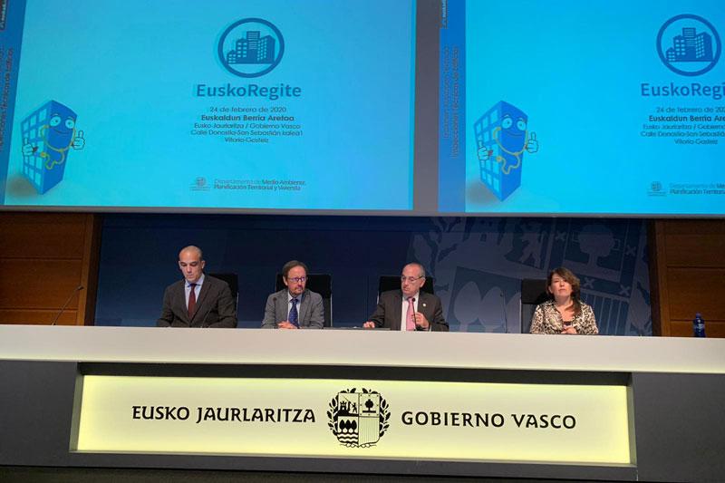 El consejero de Medio Ambiente, Planificación Territorial y Vivienda, Iñaki Arriola, presenta las novedades de Euskoregite, la plataforma de gestión de las ITEs en Euskadi